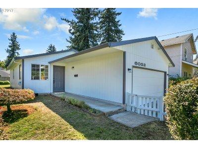 Portland Single Family Home For Sale: 6052 SE Flavel St