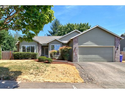 Oregon City Single Family Home For Sale: 18934 Highland Dr
