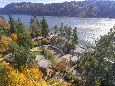 Lake Oswego Single Family Home For Sale: 2983 Lakeview Blvd