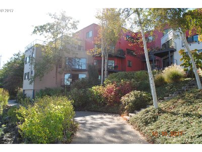 Portland Condo/Townhouse For Sale: 606 NW Naito Pkwy #A1