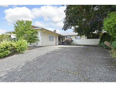 Gresham Single Family Home For Sale: 4080 SE 15th Ct