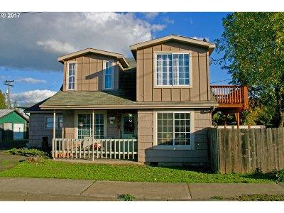 Douglas County Multi Family Home For Sale: 310 SE Main St