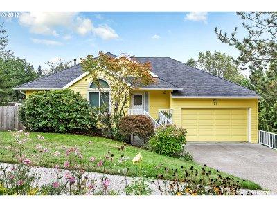 West Linn Single Family Home For Sale: 1415 Rosemarie Dr