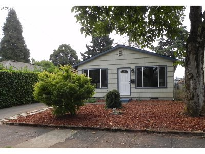 Portland Single Family Home For Sale: 6618 SE Knight St