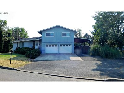 Roseburg OR Single Family Home For Sale: $240,000