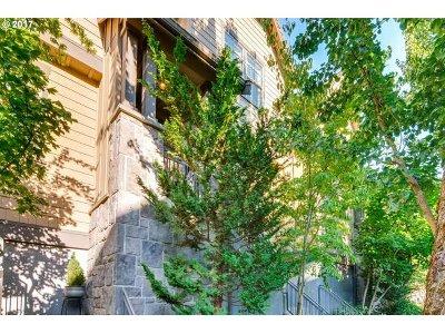 Portland Single Family Home For Sale: 686 SW Rustica Ter
