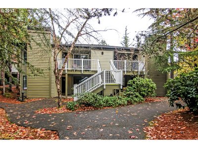 Lake Oswego Condo/Townhouse For Sale: 5061 Foothills Dr #A