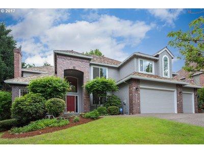 Lake Oswego Single Family Home For Sale: 17421 Brookhurst Dr