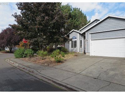Aloha Single Family Home For Sale: 1504 SW Cloverdale Way