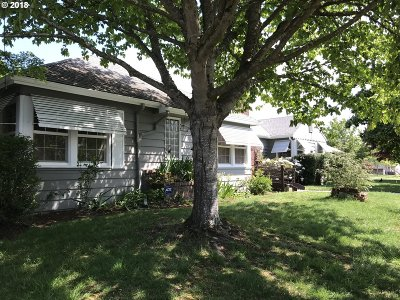 Single Family Home For Sale: 4627 SE Francis St