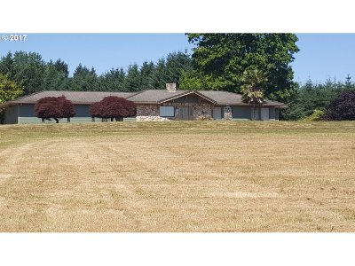 Scappoose Single Family Home For Sale: 55585 Columbia River Hwy