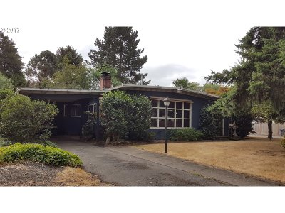 Beaverton Single Family Home For Sale: 90 SW Williams Dr