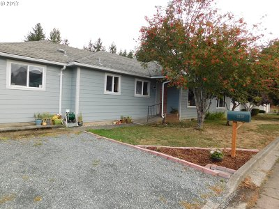 Coquille OR Single Family Home For Sale: $235,000