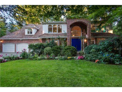Lake Oswego Single Family Home For Sale: 16193 Matthew Ct