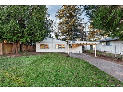 Portland Single Family Home For Sale: 3605 SE 73rd Ave