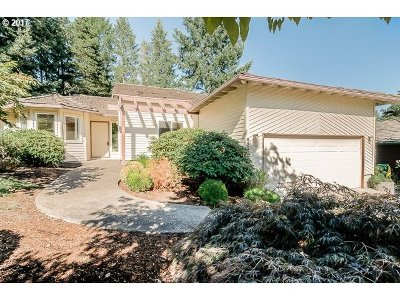 Portland Single Family Home For Sale: 6560 SW 88th Pl