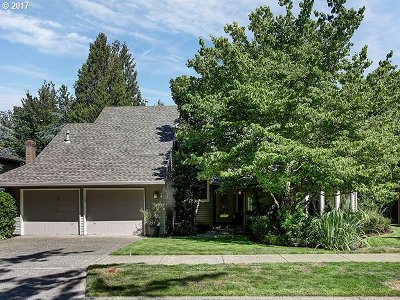 Lake Oswego Single Family Home For Sale: 18410 Deerbrush Ave