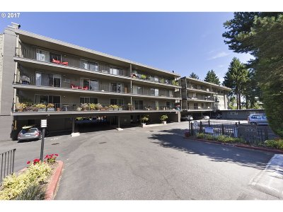 Lake Oswego Condo/Townhouse For Sale: 200 Burnham Rd #304