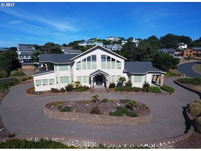 Lincoln City Single Family Home For Sale: 9 NW Lincoln Shore Star R