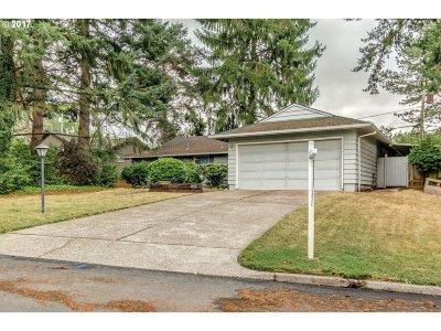 Portland Single Family Home For Sale: 8910 SW Woodside Dr