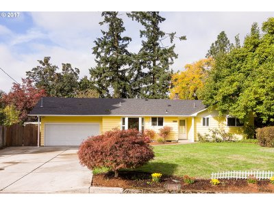 Eugene Single Family Home For Sale: 1458 Russet Dr