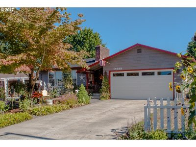 Milwaukie Single Family Home For Sale: 14688 SE Carol Ave