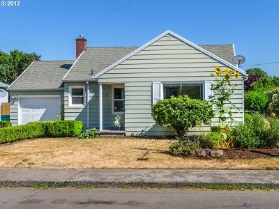 Single Family Home For Sale: 9279 SE Salmon St