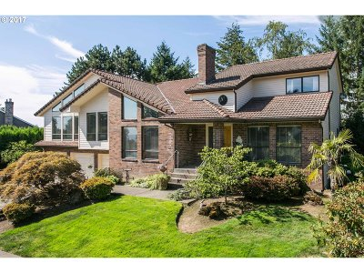 West Linn Single Family Home For Sale: 19735 Suncrest Dr