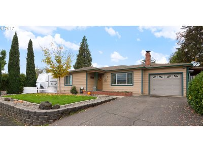 Hucrest Single Family Home For Sale: 1622 NW Almond Ave