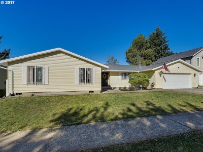 Sandy Single Family Home For Sale: 18095 Bluff Rd