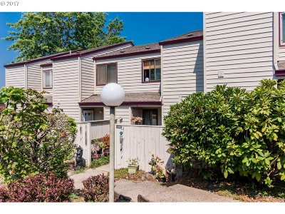 Tigard Condo/Townhouse For Sale: 10631 SW Canterbury Ln