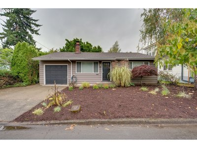 Portland Single Family Home For Sale: 2743 SE 62nd Ave