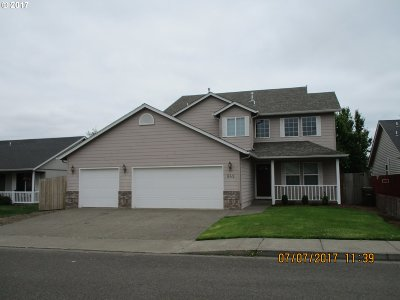 Molalla Single Family Home For Sale: 849 Meadowlawn Pl