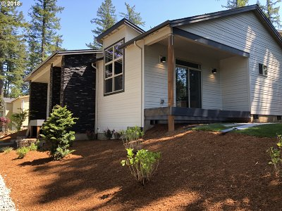 Single Family Home For Sale: NW Towle Ave