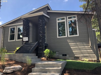 Single Family Home For Sale: 991 NW Towle Ave