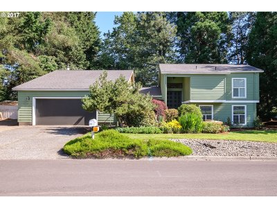 Lake Oswego Single Family Home For Sale: 1515 Cloverleaf Rd