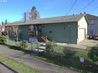 Portland Single Family Home For Sale: 5828 SE 99th Ave