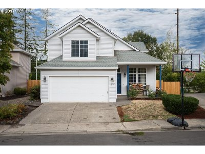Portland Single Family Home For Sale: 12917 SW 153rd Ter