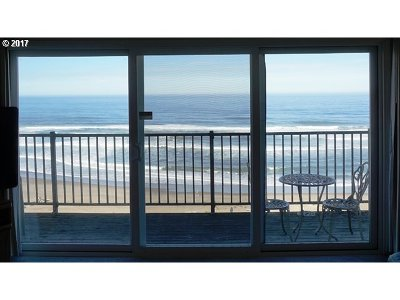 Lincoln City Condo/Townhouse For Sale: 4229 SW Beach Ave #27