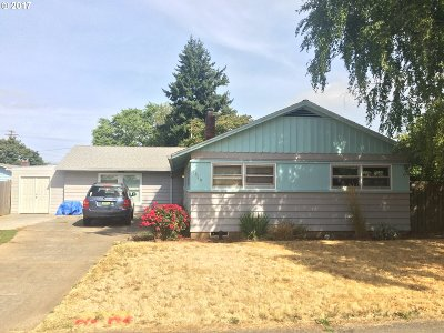 Single Family Home For Sale: 9619 SE Lincoln St