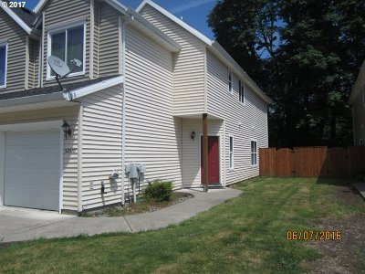Scappoose Condo/Townhouse For Sale: 52010 Johanna Dr