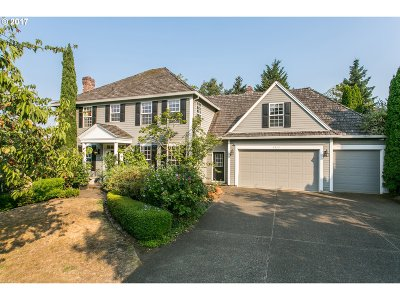 Lake Oswego Single Family Home For Sale: 2352 Oakhurst Ln