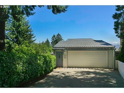 Portland Single Family Home For Sale: 2900 SW Canterbury Ln