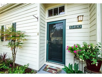 Tigard Single Family Home For Sale: 13490 SW Summerwood Dr