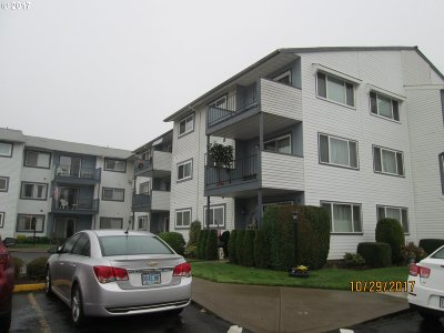 Woodburn Condo/Townhouse For Sale: 950 Evergreen Rd #121