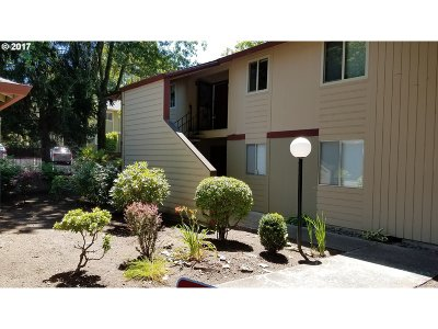 Portland Condo/Townhouse For Sale: 12602 NW Barnes Rd #2
