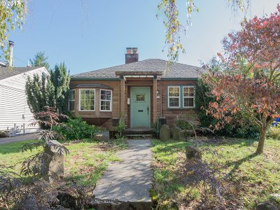 Portland Single Family Home For Sale: 2736 SE 64th Ave