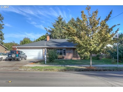 Hillsboro, Cornelius, Forest Grove Single Family Home For Sale: 640 SE 12th Ave