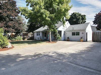 Portland Single Family Home For Sale: 2664 SE 160th Ave