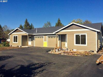 Molalla Multi Family Home For Sale: 713 E Main St